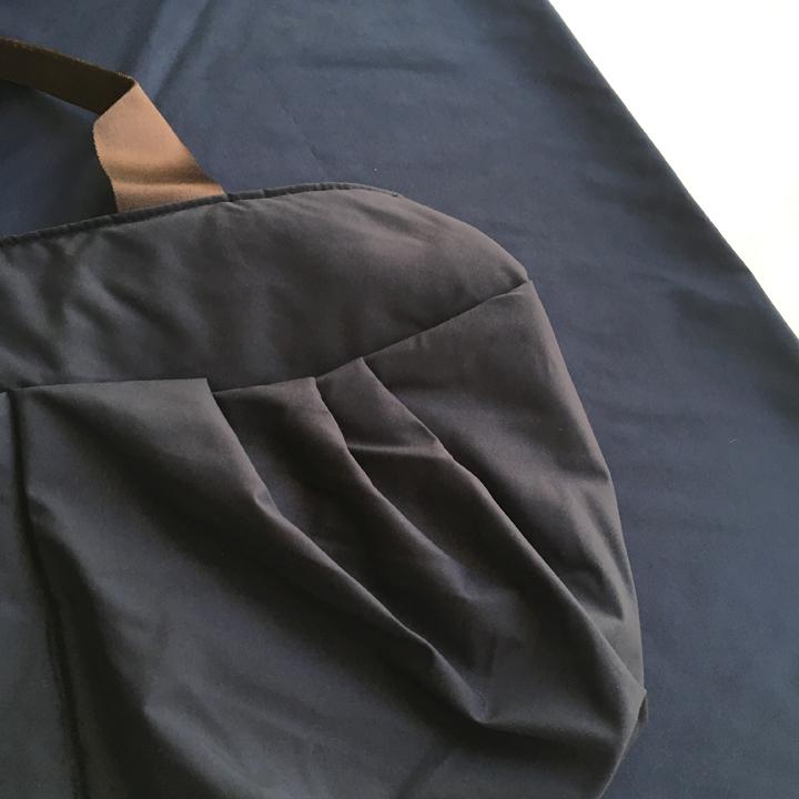 ネイビー色のマザーズバッグ、色の選定