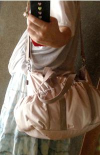 色も結構色々な服に合いそうです(* >ω ルカルカ マザーズバッグ