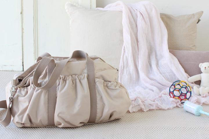 40才ですが、マザーズバッグのピンクベージュはありですか?