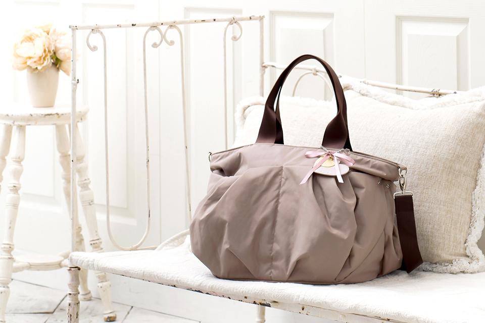軽くて使いやすく、たくさん入る。どんな服装にも合わせやすくて人気のおすすめマザーズバッグ
