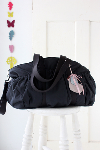 ポケットが多く機能的なママバッグ