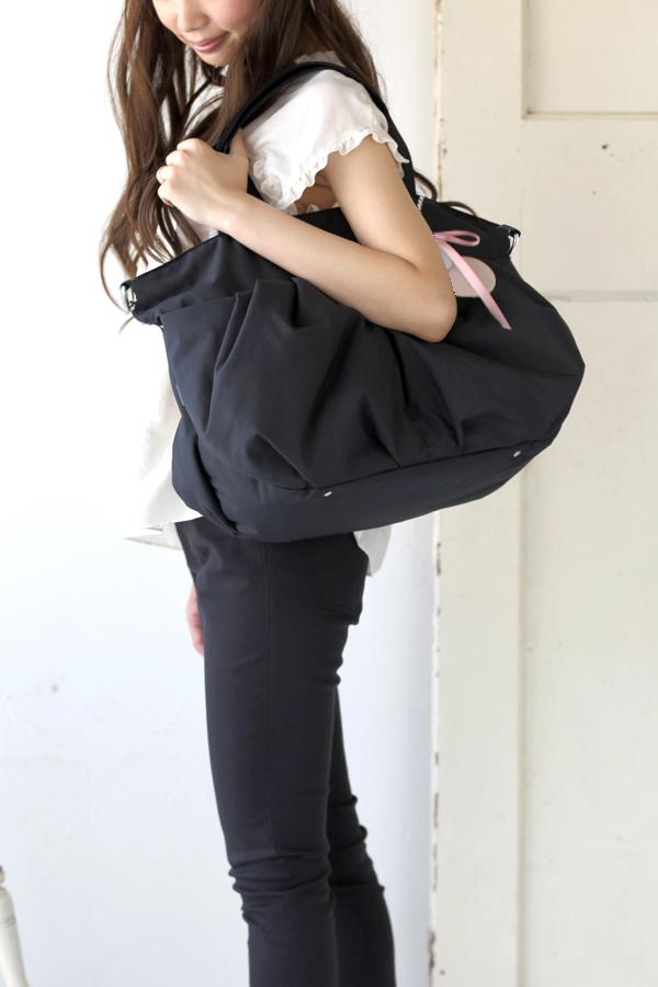 1. きれいめにもカジュアルにもどんな服装にも合わせやすいマザーズバッグ モデル身長160cm