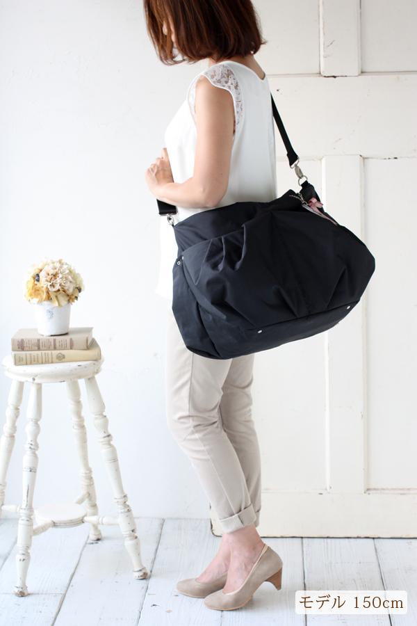 2.小柄の方でも、バランスよく持てるマザーズバッグ モデル身長150cm