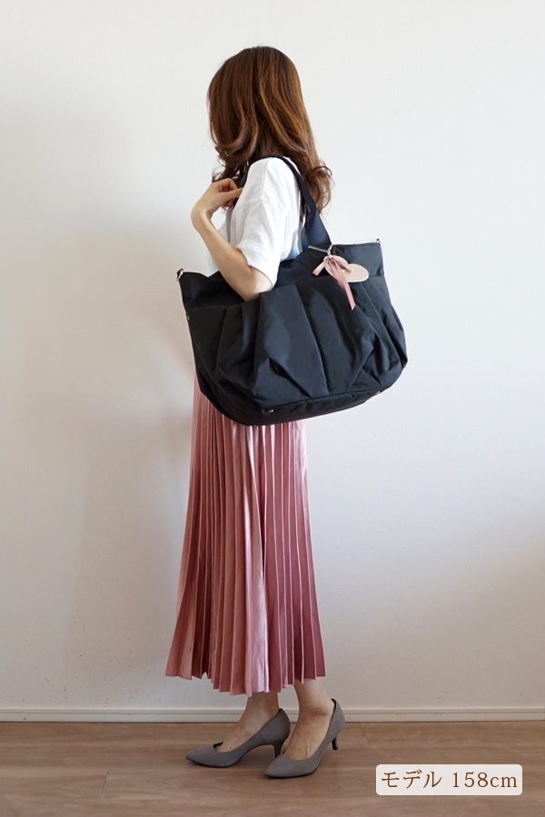 シンプルなきれいめカジュアルにも合うマザーズバッグ(肩掛け)モデル身長158cm