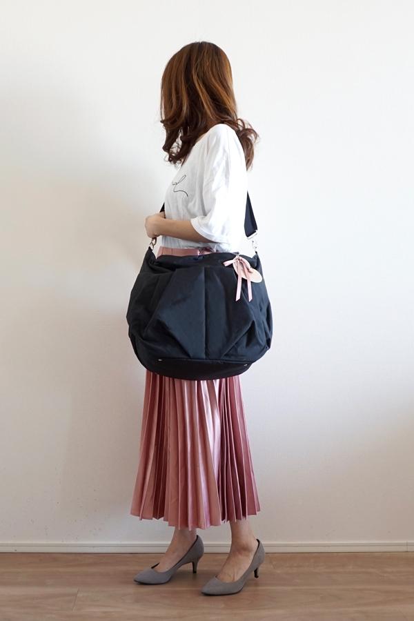 きれいめカジュアルママコーデのマザーズバッグ(斜めがけ)モデル身長158cm