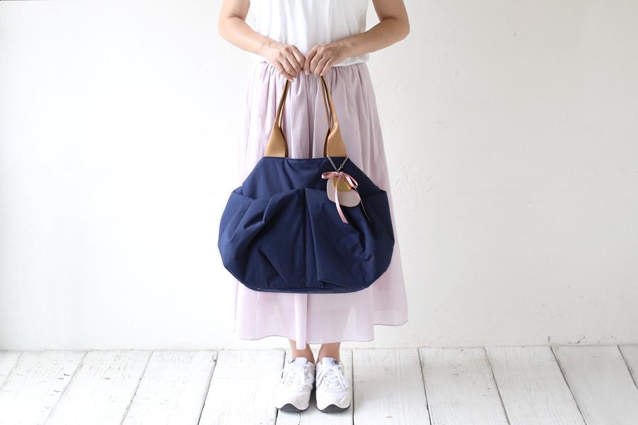 空気のようなエアリー感♡わずか570gで体に優しく疲れにくいマザーズバッグ