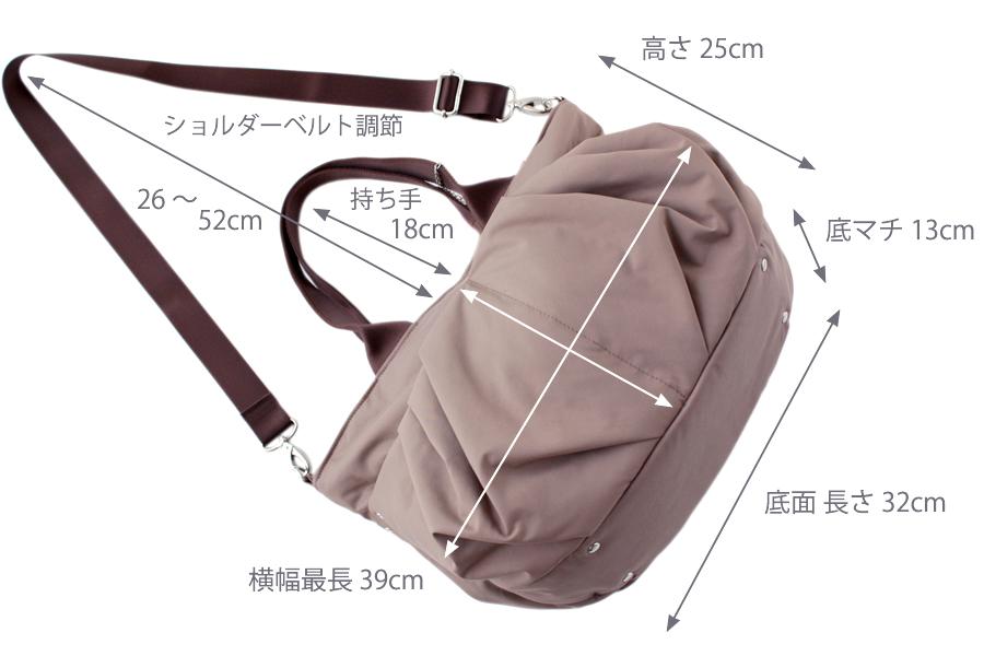小さめのママバッグ(Mサイズ)で使いやすい適度な大きさです(A4サイズが横向きでOK)