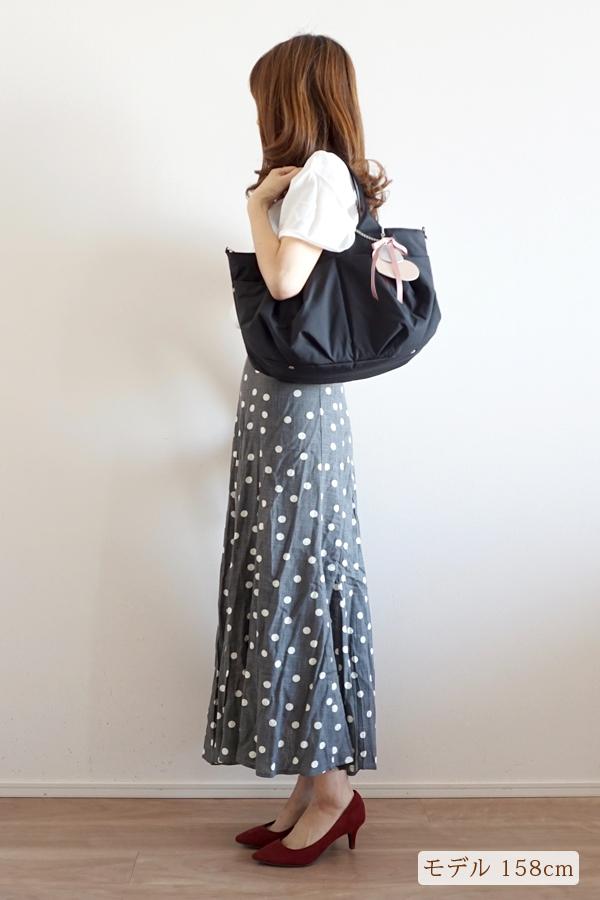シンプルなきれいめカジュアルにも合うマザーズバッグ(肩掛け) モデル身長158cm