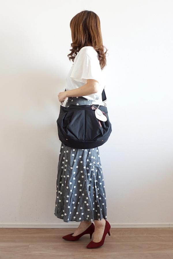 きれいめカジュアルママコーデのマザーズバッグ(斜めがけ)
