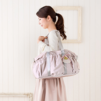ライラックピンクのマザーズバッグ