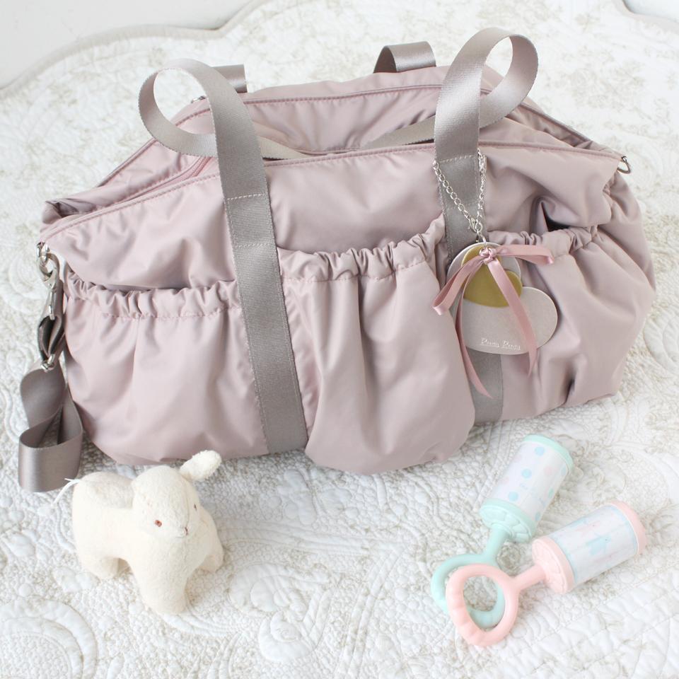 旅行にも最適な、軽くて大容量のマザーズバッグ