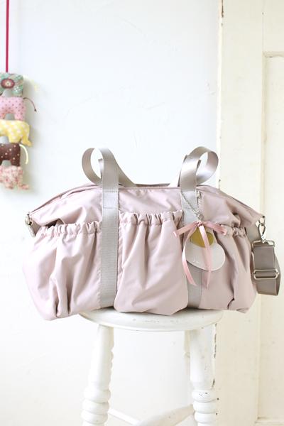 双子さんでも大丈夫ないちばん大きなピンクのママバッグ