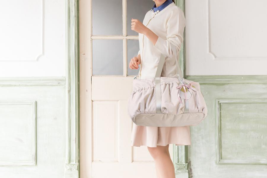 空気のようなエアリー感♡わずか590gで体に優しく疲れにくいマザーズバッグ