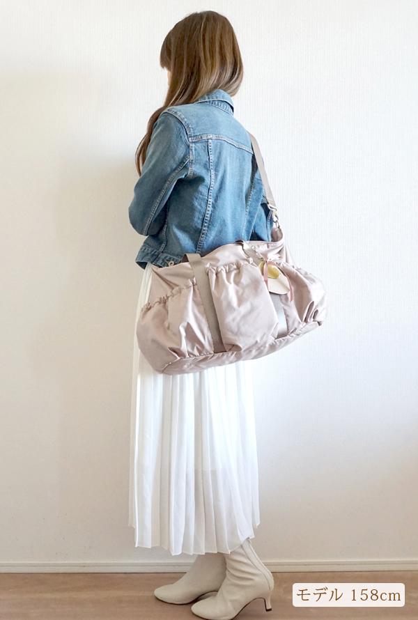 きれいめカジュアルママコーデのマザーズバッグ、ななめがけ