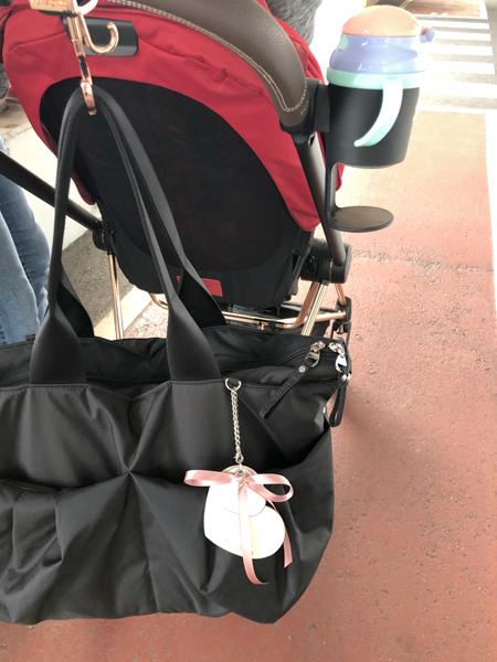 どんな格好でもあわせやすいですし、軽くて本当に使いやすいママバッグ