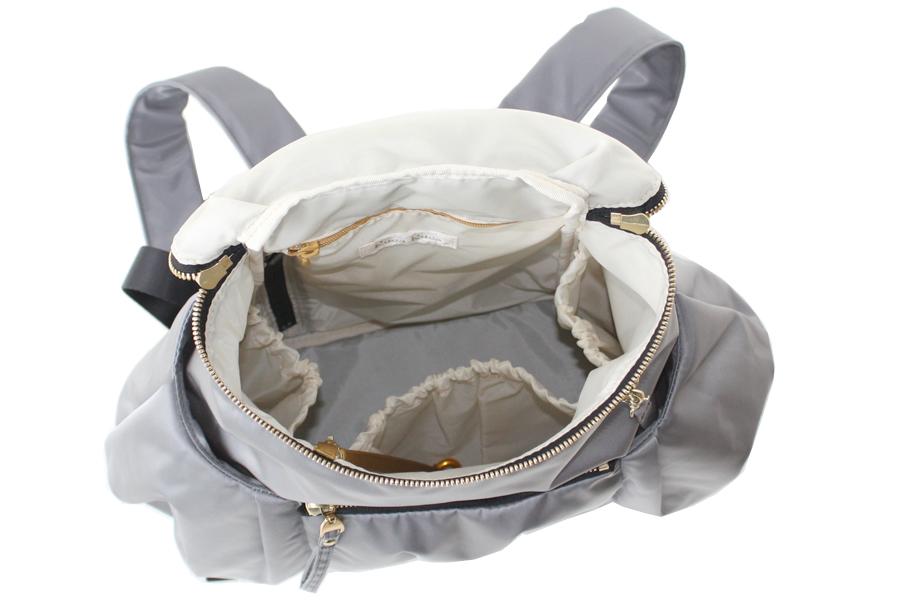 マザーズリュックの中のポケット仕様(3つのゴム口ポケットがあります)