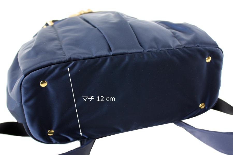 ルカルカのママリュックはマチが12cmあり、底板が入ってしっかりしています。ゴールドカラーの底鋲が4点ついています