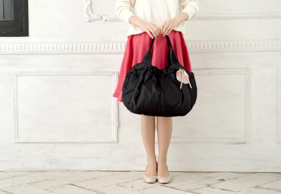 ルカルカのマザーズバッグを手持ちで持ったところ