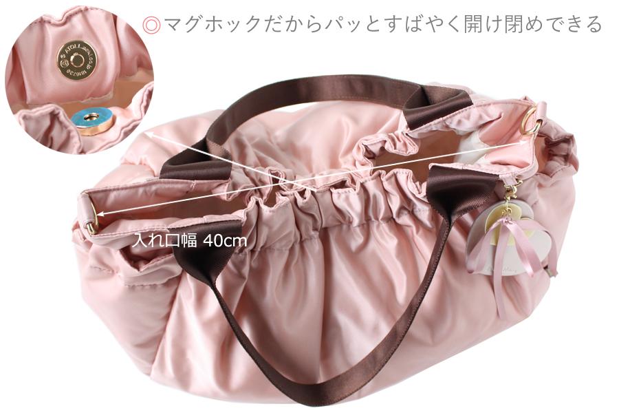 ママバッグの入れ口は、パッとすばやく開けられるマグホックタイプです