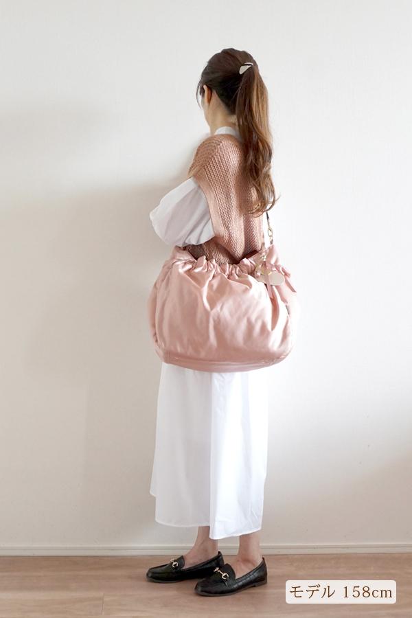 大人可愛いきれいめカジュアルママコーデのマザーズバッグ(斜めがけ)モデル身長158cm