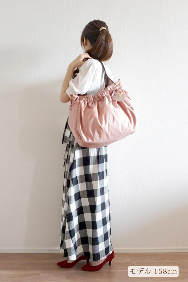 大人可愛いきれいめカジュアル(チェック柄)にも合うマザーズバッグ(肩掛け)モデル身長158cm